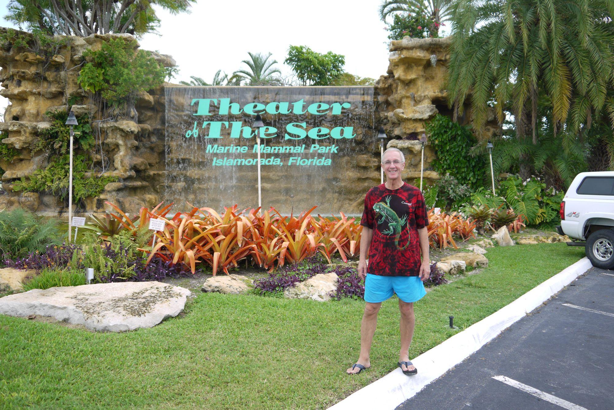 Tom vor dem Theater of the Sea, Overseas Hwy, Islamorada, FL 33036, Florida Keys
